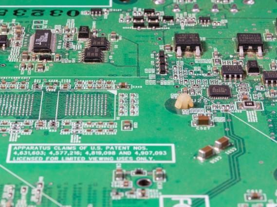 通信機器メーカー向け、ペン型バーコードスキャナー用基板実装、完成品組立