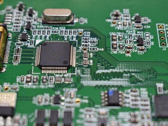 FA機器メーカー向け、アンプ内蔵型光電センサ用基板実装、完成品組立