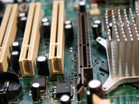 精密機器メーカー向け、大型電動アクチュエータ用基板実装